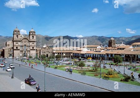 Plaza de Armas Iglesia La Compania de Jesus auf der linken Seite, Cusco, Peru - Stockfoto