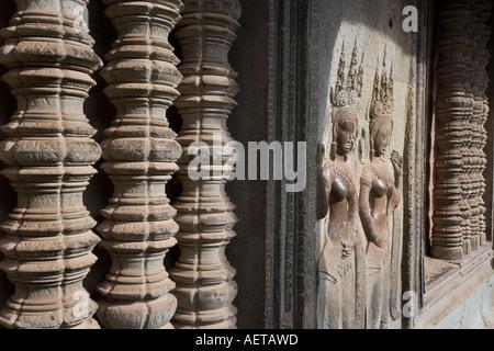 Feinen Schnitzereien an den Wänden von Angkor Wat in Kambodscha - Stockfoto