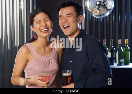 Paar Getränke in einer bar - Stockfoto