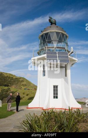 Cape Reinga solar betriebene Leuchtturm mit Touristen.  Aupori Halbinsel Northland Nordinsel Neuseeland - Stockfoto