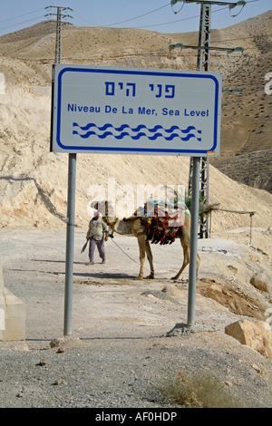 Meeresspiegel Schild an der Straße nach der Region des Toten Meeres - Stockfoto