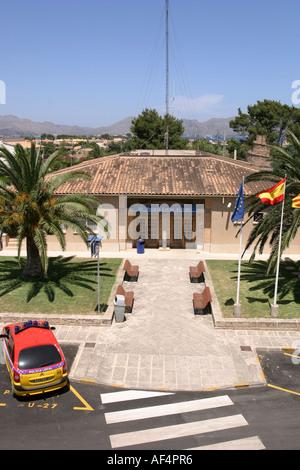 Der örtlichen Polizeistation in der alten Stadt von Alcudia Mallorca-Spanien - Stockfoto