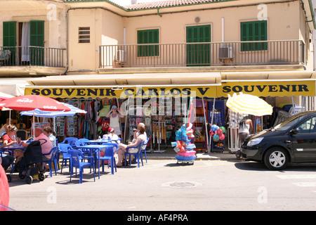 Souvenir-Shop in der alten Stadt von Alcudia Mallorca-Spanien - Stockfoto