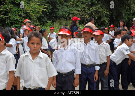 Schulkinder in Independence Day parade in Playa del Coco, Costa Rica - Stockfoto