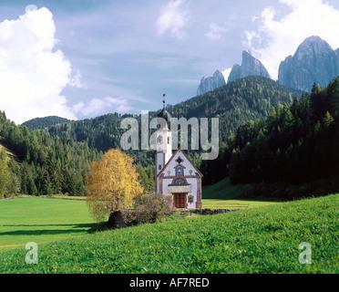 Geographie / Reisen, Italien, Südtirol, Dolomiten, Landschaften, Villnösser Tal, Kapelle St. Johann in Ranui, Geislerspitzen, - Stockfoto