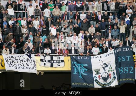 Tottenham-Fans auf der Tribüne - Stockfoto