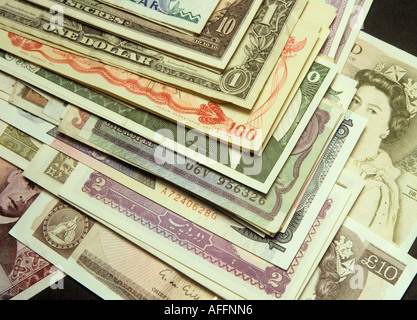 Banknoten aus der ganzen Welt reisen - Stockfoto