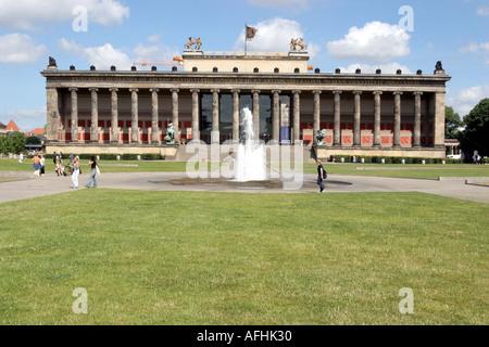 Altes Museum, Berlin, Deutschland mit Lustgarten - Stockfoto