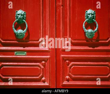 MT - MDINA: Rote Tür Detail in der historischen alten Hauptstadt - Stockfoto