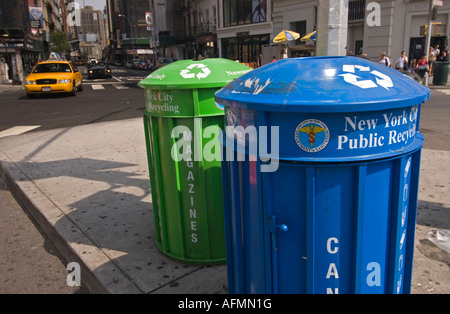 Recycling-Behälter am Union Square in Manhattan - Stockfoto