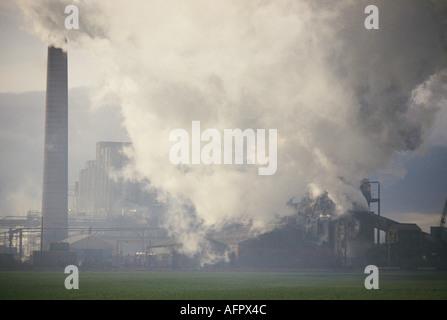 Die Verschmutzung durch die Industrie in Großbritannien. Monkton Kokerei in Hebburn, Tyne und England Verschmutzung - Stockfoto