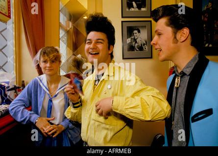 Elvis Presley fans mit erstaunliche Haar tun [Rock ein Billy] Jugend sub-Kultur London Tottenham Court Road Pub. - Stockfoto