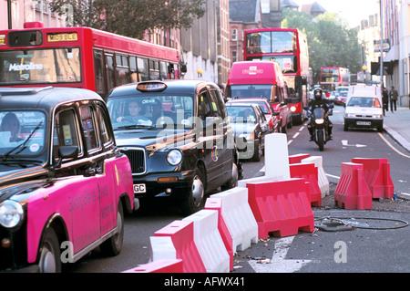 STRAßENARBEITEN VERKEHRSSTAUS IN LONDONER HOMER SYKES - Stockfoto