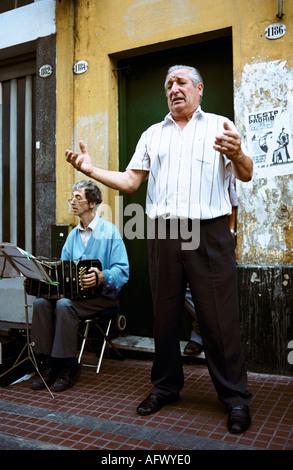 Straßenmusikanten Tango singen in den Straßen von Buenos Aires Argentinien - Stockfoto