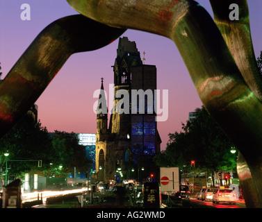Geographie/Reisen, Deutschland, Berlin, Kirchen, Kaiser Wilhelm Gedächtniskirche, Außenansicht, Nachtaufnahme, erbaut - Stockfoto