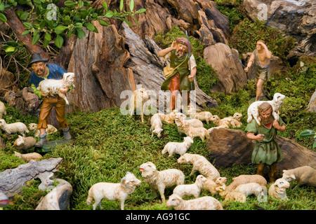 Teil einer großen Krippe set mit alten Gips Figuren, Kanton Freiburg, Schweiz - Stockfoto