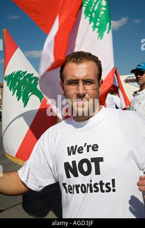 Dearborn Michigan Tausende arabische Amerikaner marschieren gegen Israel s Bombardierung des Libanon - Stockfoto