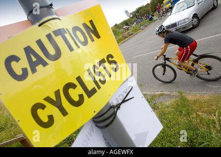 Vorsicht Radfahrer zeichen Isle of Wight Randonee Blackgang chine Parkplatz Blickpunkt Großbritannien England Großbritannien - Stockfoto