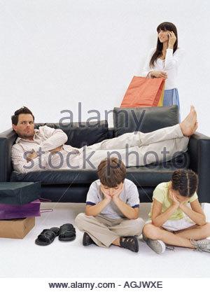 Gelangweilt Familie wartet Mutter - Stockfoto