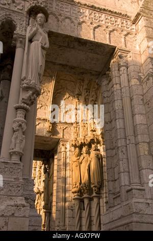 Detail der Kathedrale unserer lieben Frau von Chartres in Chartres in der Region Centre Frankreich - Stockfoto