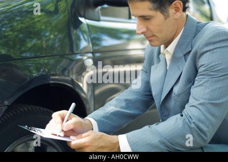 Versicherungssachverständigen Inspektion Auto - Stockfoto