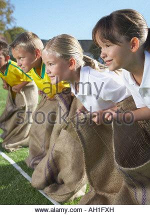 Kinder Kartoffelsack racing - Stockfoto