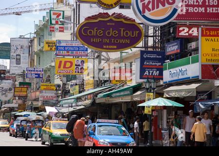 Straße Zeichen auf der Khao San Road in Bangkok Thailand - Stockfoto