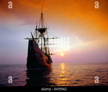 Mayflower II Replica bei Sonnenuntergang - Stockfoto