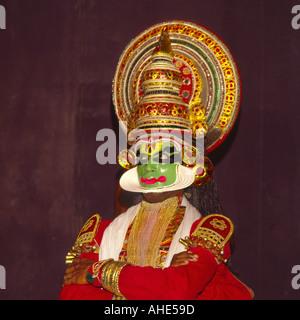 Porträt-close-up der traditionellen Kathakali Tänzer mit grün gelb schwarz Make-up Durchführung in Cochin Kerala - Stockfoto