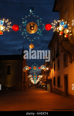 Straße Dekorationen während der Festa de Sao Joao oder Festival von St. John in der Stadt Braga im Norden Portugals - Stockfoto