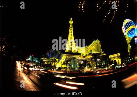 Eine verrückte fisheye Blick auf den Las Vegas Strip bei Nacht. Verschiedene Sehenswürdigkeiten in Las Vegas werden - Stockfoto