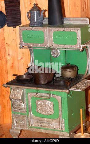 Grüne Holzofen Ofen Anzeige am staatlichen Museum Columbia South Carolina, USA - Stockfoto