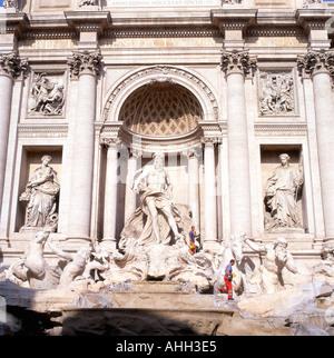 Trevi Brunnen Rom entworfen von Nicola Salvi im Jahre 1732 - Stockfoto