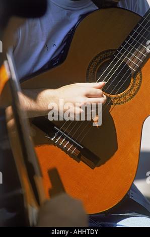 Duo von akustischen Gitarren Tango Musik am Plaza Dorrego in San Telmo in Buenos Aires, Argentinien - Stockfoto