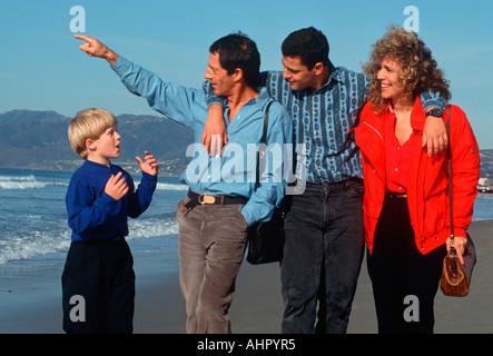 Vierköpfige Familie am Strand Santa Monica, Kalifornien - Stockfoto