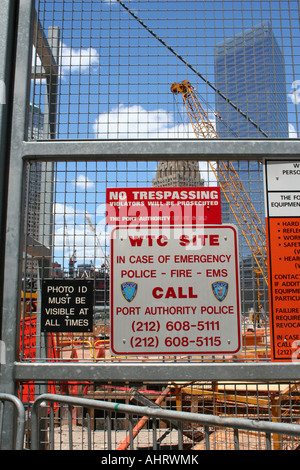 Sicherheits- und Warnhinweise auf dem Gelände des World Trade Center, Manhattan, New York, USA - Stockfoto