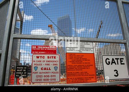 Sicherheitszeichen auf dem Gelände des World Trade Center, Manhattan, New York, USA. - Stockfoto