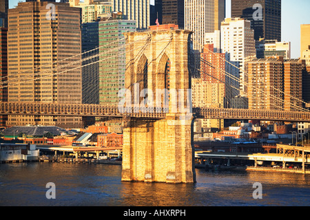 Skyline von New York und Brooklyn Bridge Stockfoto