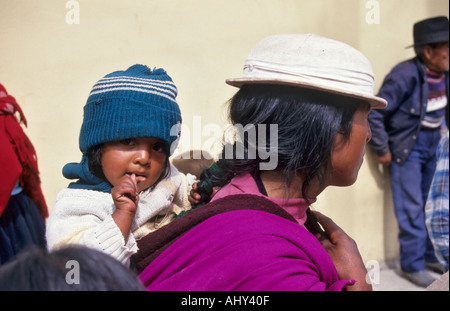 Indische Frau und Kind, Alausi, Ecuador - Stockfoto