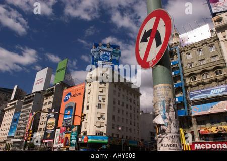 Argentinien Buenos Aires AVENIDA 9 DE JULIO Downtown Street Scene - Stockfoto