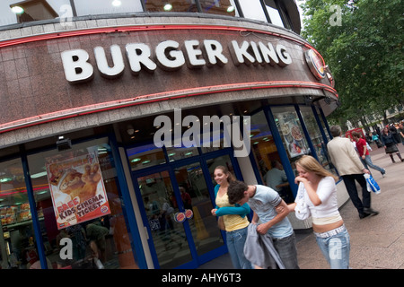 Burger King Schnellrestaurant in Leicester Square in London - Stockfoto