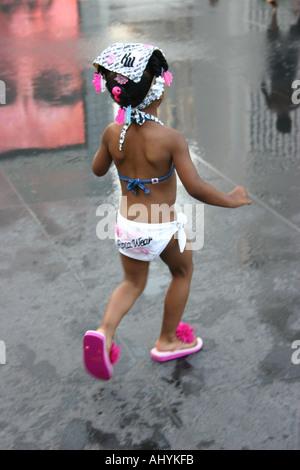 Mädchen tragen Flip Flops