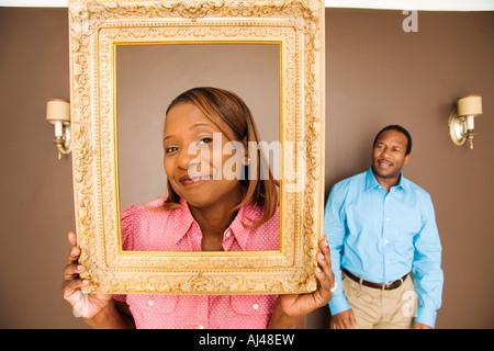 Afrikanerin Durchsicht Bilderrahmen - Stockfoto