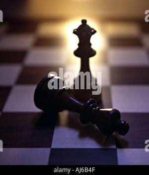 geschlagene König in ein Schach spielen - Stockfoto