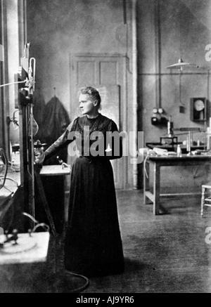 Marie Curie, in Polen geborenen französischen Physiker in ihrem Labor, 1912. Artist: Unbekannt - Stockfoto