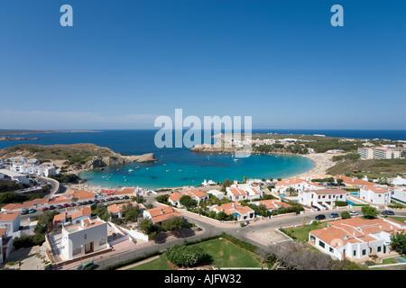 Moderne Entwicklung und Strand von Arenal d ' en Castell, Menorca, Spanien - Stockfoto