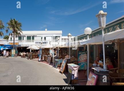 Harbourfront Restaurant in Cala ' n Bosch, Menorca, Balearen, Spanien - Stockfoto