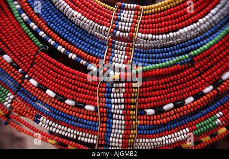 Detail der bunten Perlenarbeiten Masai Halskette Stammesgemeinschaft nördlich von Arusha Tansania auf dem Weg nach - Stockfoto