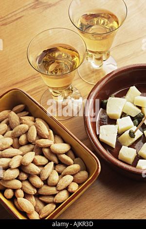 Sherry-Mandeln und Manchego-Käse - Stockfoto