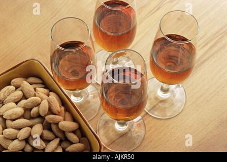 Sherry und Mandeln - Stockfoto